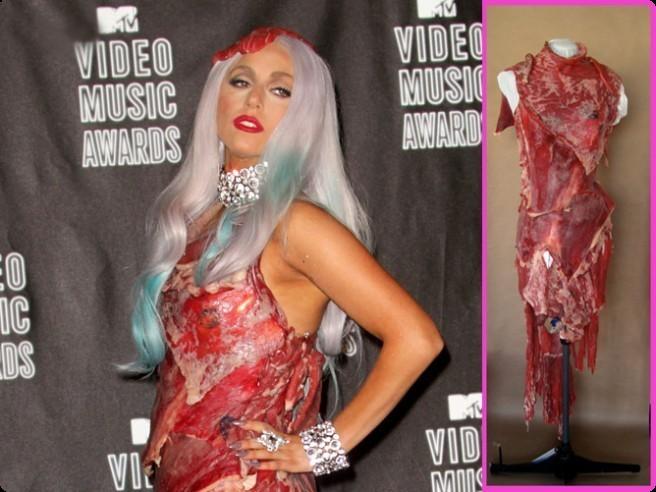 Платье леди гага из мяса видео