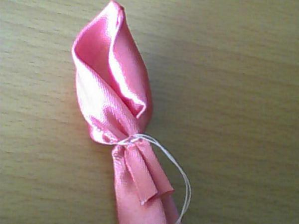 Плетение роз из ленточек - Делаем фенечки своими руками.