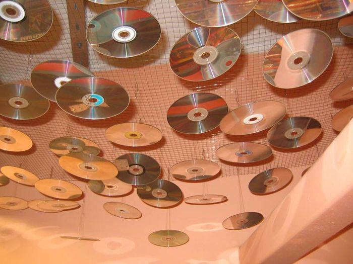 Малинка По поводу дисков.  Из СД-дисков делают всякие интересные поделки.  Кто -нибудь таким творчеством занимался.
