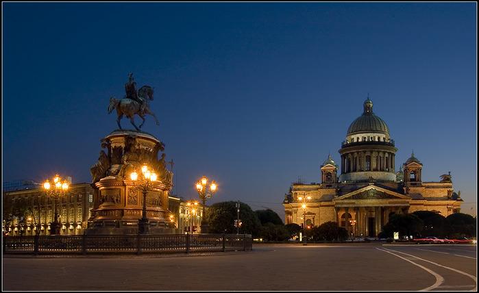 Адрес: Санкт-Петербург, абонентский ящик - 28.  Генеральным консулом Израиля в Санкт-Петербурге является Эдуард Шапира.