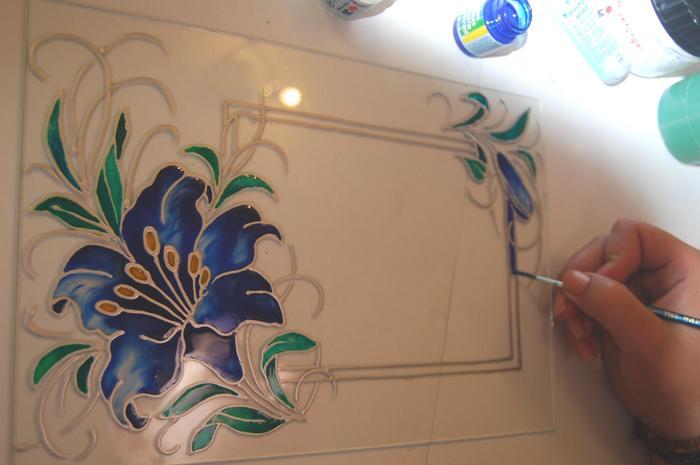 Чем рисовать узоры на стекле своими руками 12