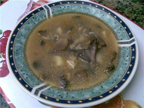 Категория записи:Кулинария.  Из сухих грибов супчик варится.