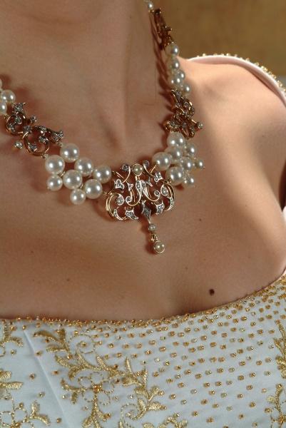 Ищете красивые украшения на свадьбу для невесты.  Тогда посмотрите на эти фотографии и выберете подходящий аксессуар.