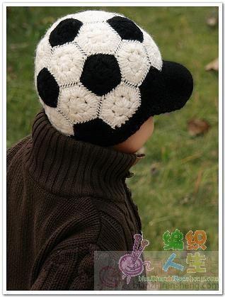 Теплые шапочки для девочки и мальчика, связанные крючком + схема.