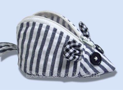 Забавный кошелечек (или сумочка) Мышонок.  Размеры: 11,5х7х5,5 см. Но выкройку можно увеличить и сделать, например...