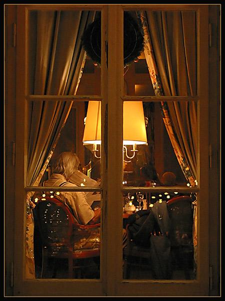 podglyadivat-v-okna-nochyu