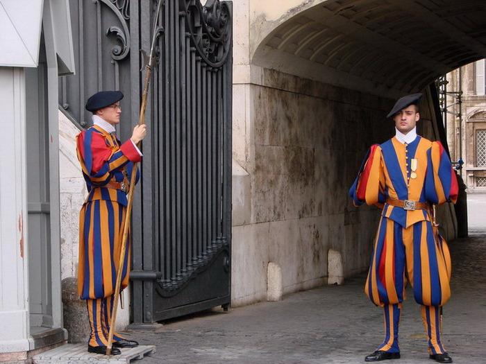 Телохранители папы римского это