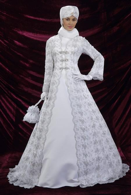 платье со шлейфом из сетки