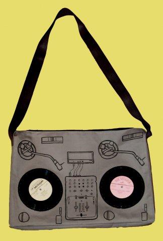 Плащевая ткань Размеры сумки- 52 на 40см, Внутри подкладка и кармашек на...