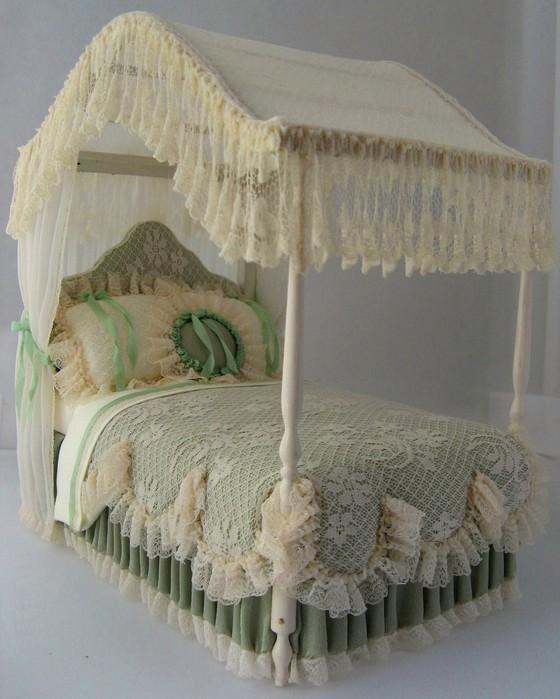 Как сделать кровать в кукольный домик своими руками