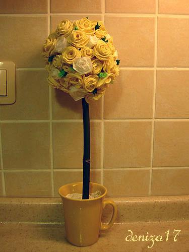 Дерево из цветов - поделка из бумаги в технике квиллинг.