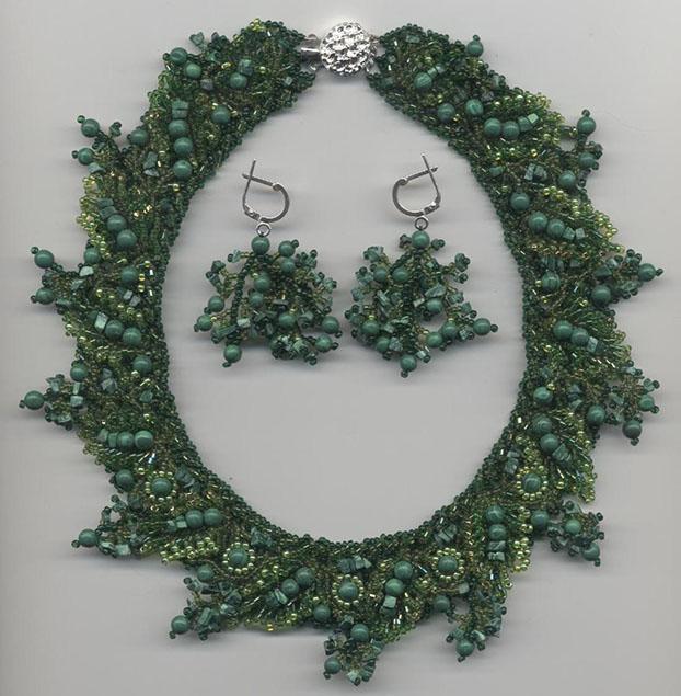 Изумительные украшения из бисера в сочетании с янтарем, аметистом, гранатом, малахитом, кораллами, жемчугом и другими...
