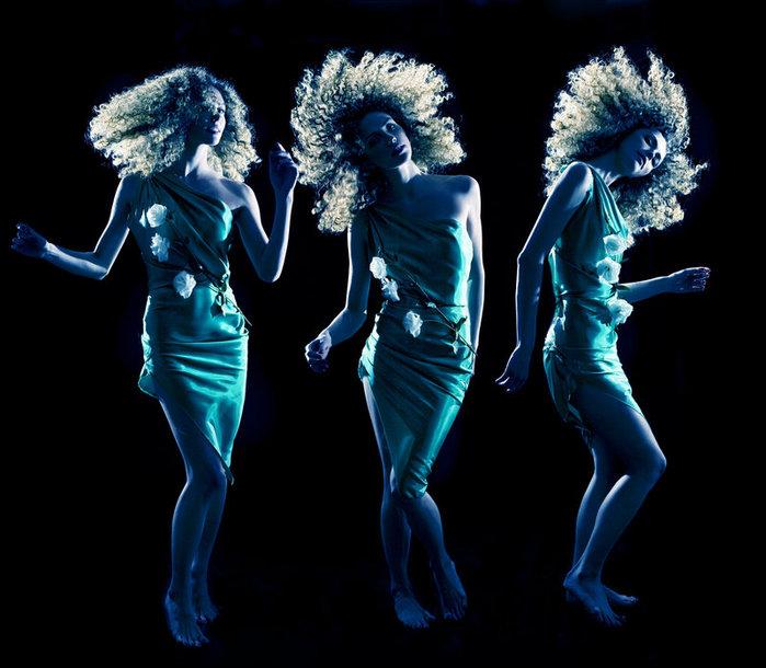 Танцующие девушки на соревнованиях по