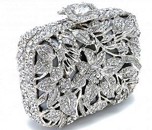 Третья по популярности среди невест - это сумочка-конверт.