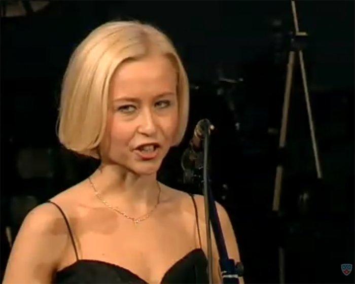 krasivaya-zhenshina-drochit-yunomu-video-smotret-bistriy-seks-muzh-i-zhena