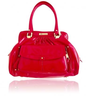 Женская сумка - один из главных предметов гардероба, отражающий...