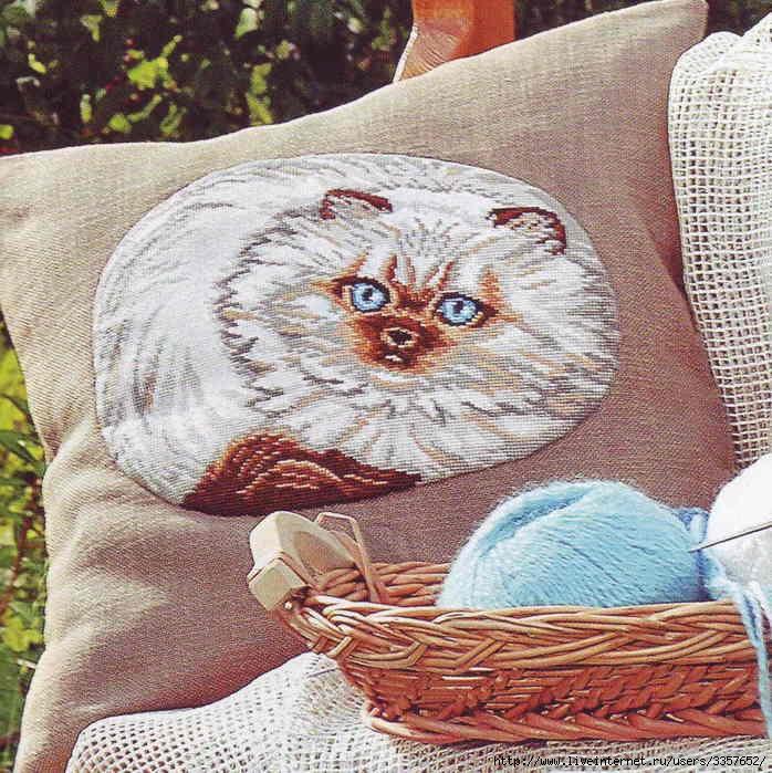 """Схема вышивания крестом - Подушка  """"Белый кот """" ."""