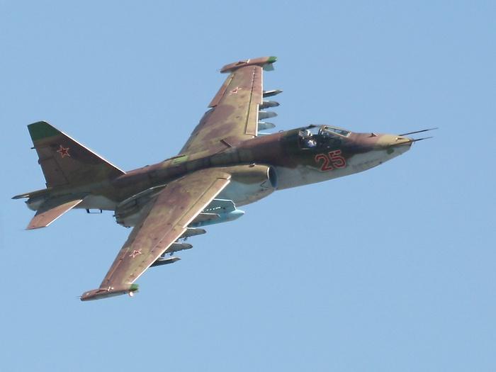 """...армейского штурмовика Су-25, известный в войсках как  """"Грач..."""