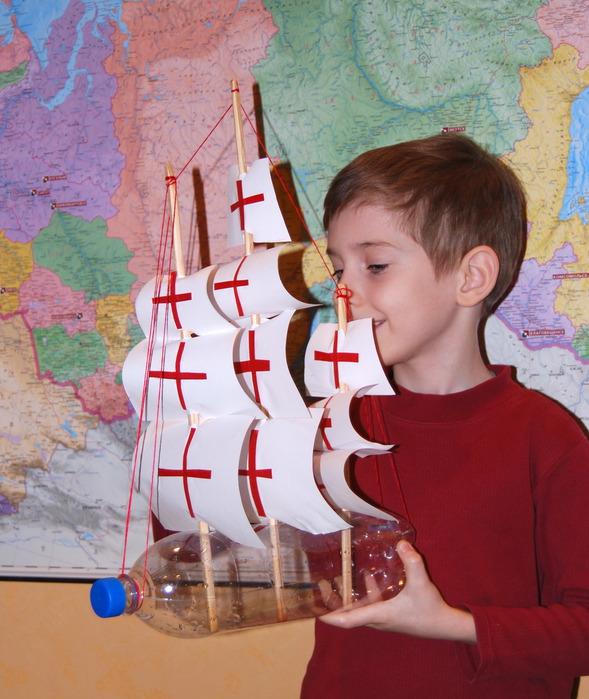 Как сделать из пластмассовых бутылок кораблик