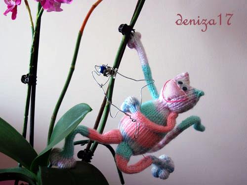 На тему Тонкого кота.  Этот Мартовский кот был адаптирован для вязания на двух спицах для моей ученицы.