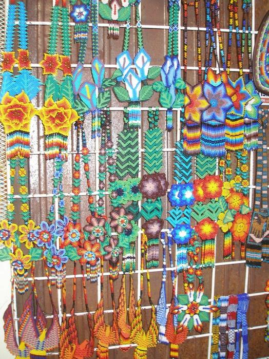 Мексиканские ремесла - фигурки, украшенные бисером. www.mexicanartdealing.com/apps/photos/album.  Прочитать целикомВ.