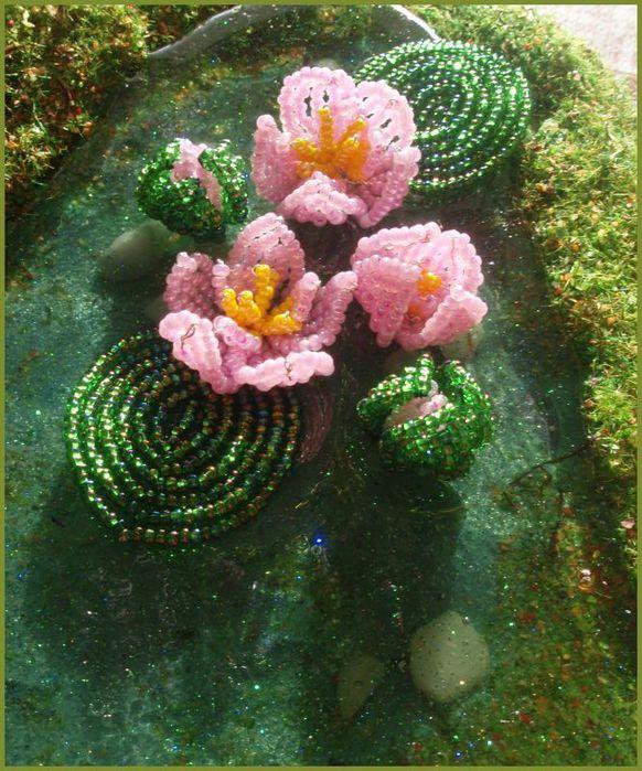 Цветок 2 штуки.  Лилии плетутся французским плетением.  На ЦО 2 желт+ 2 роз...  Теперь мы должны сделать лилии.