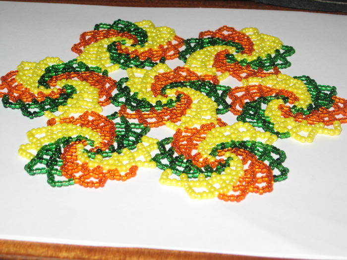 alexander: плетение салфетки бисером.