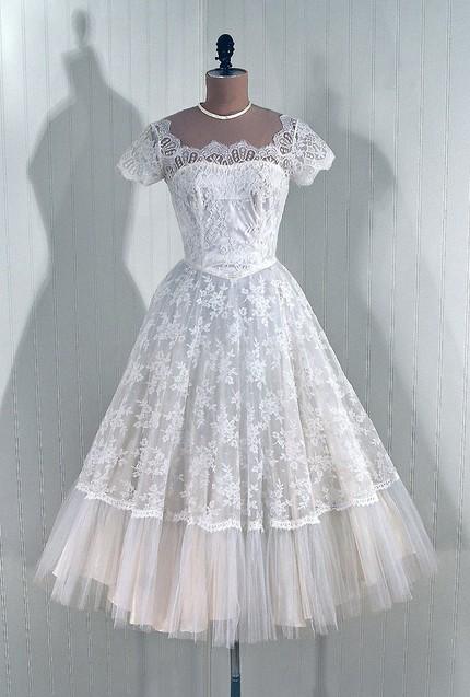 Свадебные старинные платья Свадебные, вечерние, вязанные и другие платья.