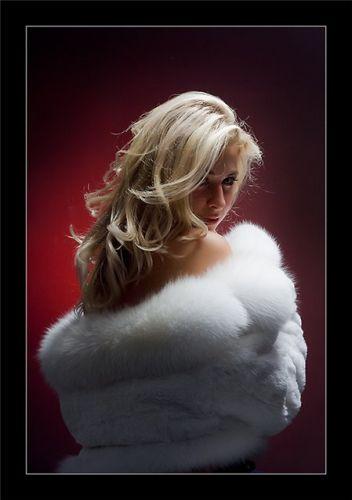 Фото блондинок в шубе на аву