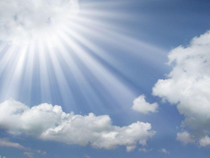http://img0.liveinternet.ru/images/attach/c/1/58/123/58123556_57341844_1208274011_sunrayscomingoutofthecloudsina.jpg