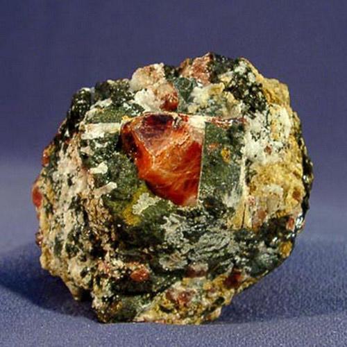 ...лантаноидов и ниобия; красно-бурый гиацинт при прокаливании обесцвечивается либо становится синим, голубым.