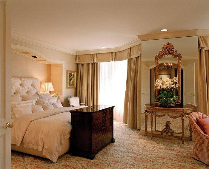 Смотрю на фото и пускаю слюни по такому шикарному стилю Ампир в спальне.