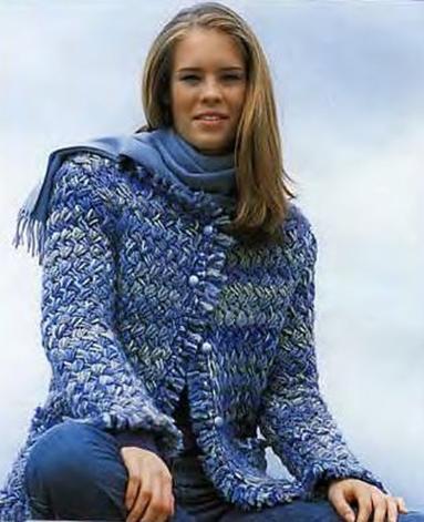 Для жакетов в стиле Шанель характерны плетеные структуры полотна и...
