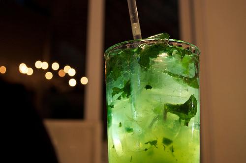 стакан, алкоголь, мохито, ром, коктейль - картинка 15047 на Favim.ru.