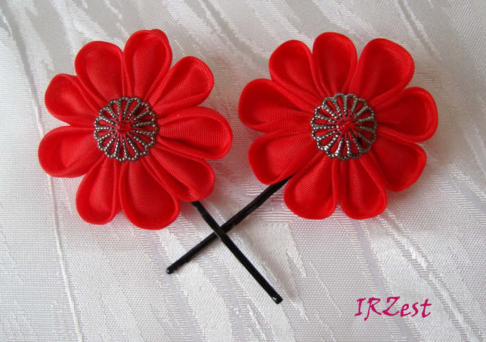 Например,роза на заколке или шпильке канзаши прекрасно подчеркивает женскую красоту