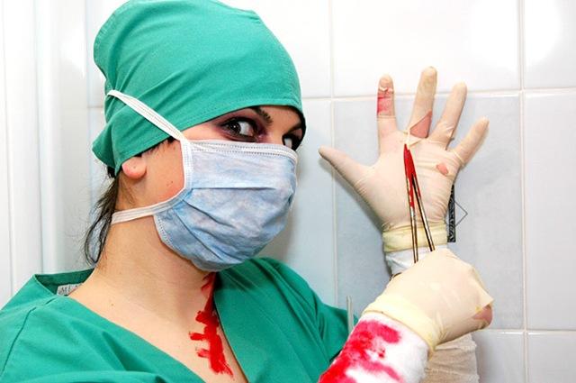 в июне 1972 года в больницу города сидар-синай явилась женщина в белом халате покрытом кровью