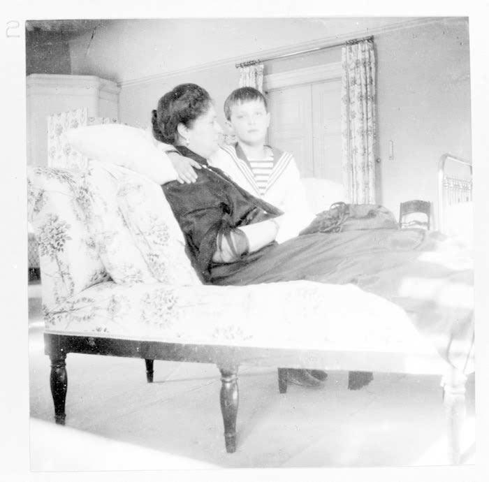 Императрица вместе с сыном алексеем