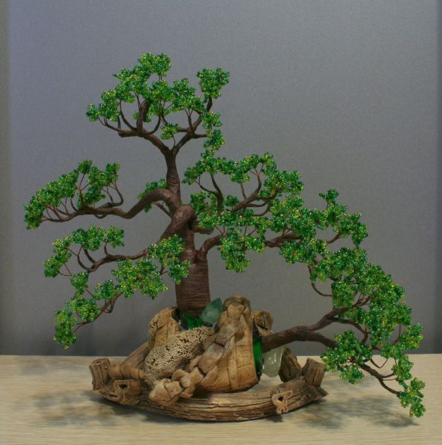 Оригинальное оформление деревьев из бисера.  Прочитать целикомВ.