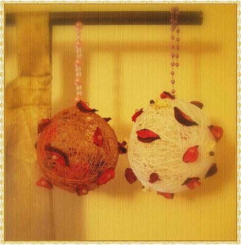 21 февраля 2009 года,12:49. декор. нитки. шарик. ручная работа.  С помощью воздушного шарика, ниток и всякой всячины...