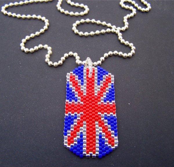 МК Как сделать сережки из бисера с британским флагом.
