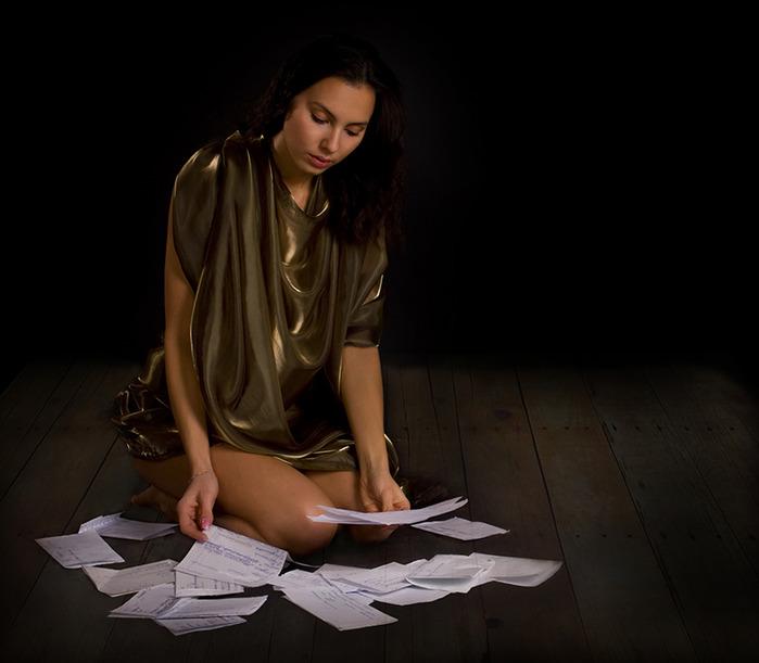 она брала знакомые листы