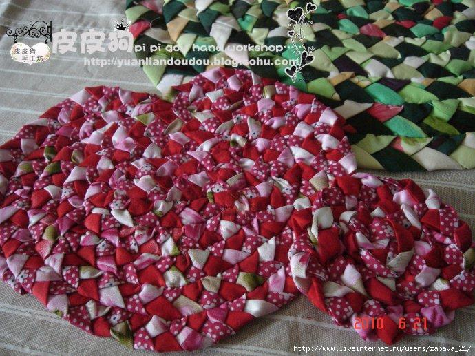 Коврик из сплетенных косичек нашла вот здесь.  Плетем коврик. http://blog.sina.com.cn/u/1569542272.