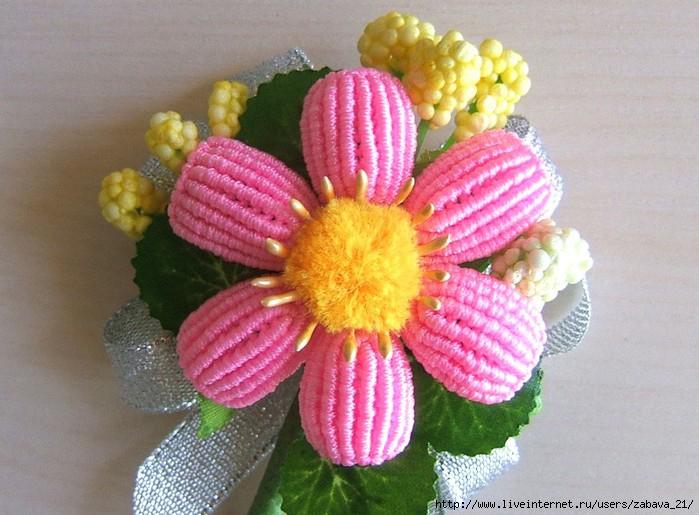 Очень понравились цветы,но не сразу разобралась вязали или макраме.