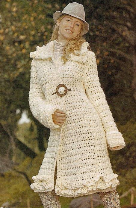 Уютные и невероятно изящные вязаные пальто, да и вообще любые вязаные вещи, не только украшают женщину внешне...