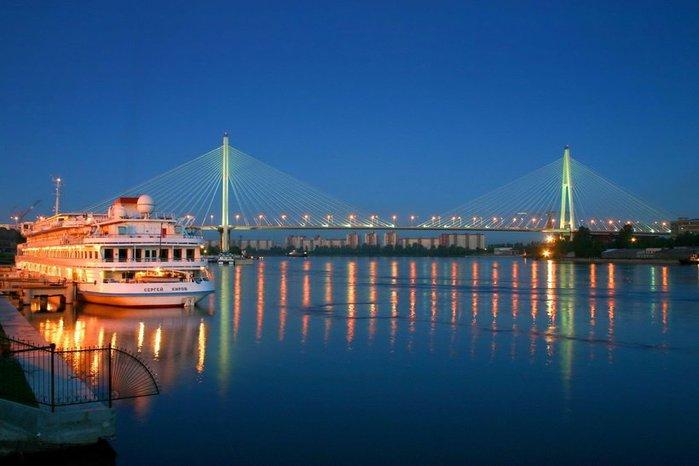 Скидка 50% на дневные и ночные прогулки на катере по каналам и рекам Санкт-Петербурга от агентства