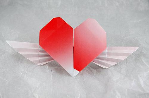 Бумажное Сердце с Крыльями.