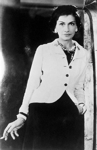 Это слова легендарного дизайнера Коко Шанель (Coco Chanel).