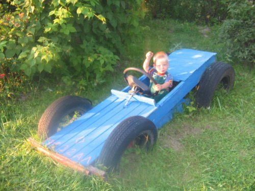 Поделки из старых резиновых авто шин для детской площадки или детского сада.