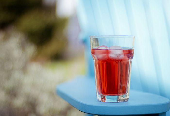 Соки.  Летом прохладительные напитки пользуются особым спросом.