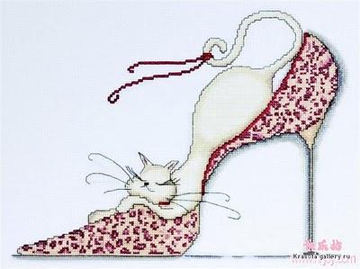 кошка в красной туфле черно белая графика вышивка крестом схемы.